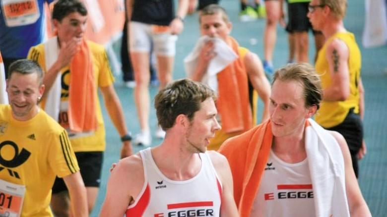 Im Ziel: André Mack (links) mit einem Kollegen bei einer Laufveranstaltung in Mecklenburg-Vorpommern. Foto: Privat