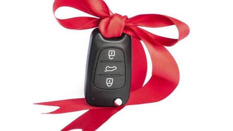 Der Lebensgefährtin ein Auto schenken? Schnell ein Fall fürs Finanzamt … Foto: Adobe Stock