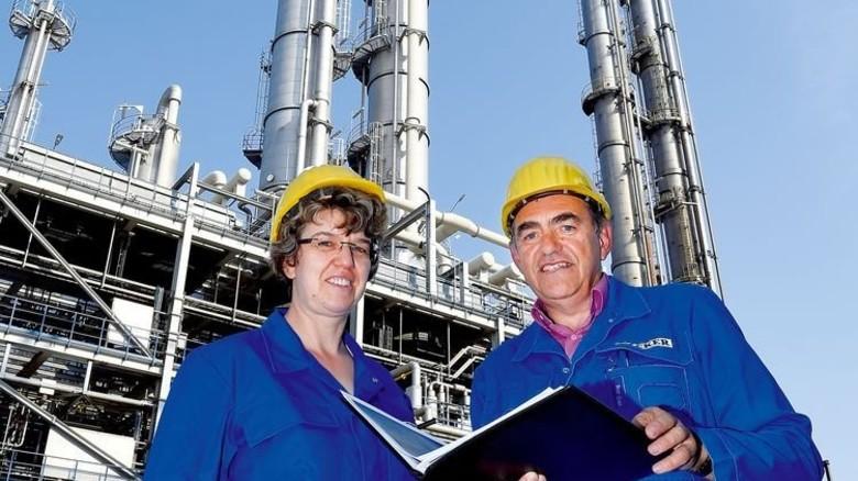 Sie managen den Energieverbrauch: Antje Wadewitz und Ralf Dietze. Foto: Meinicke