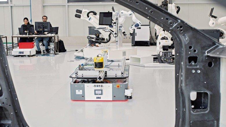 Hightech made bei IBG: Dieses Transportsystem kann frei navigieren, ohne Leitspuren im Boden.