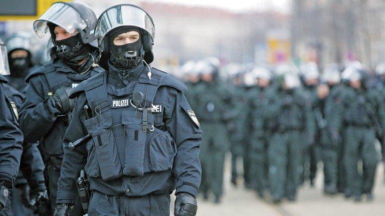 Üben das Gewaltmonopol des Staates aus:  Polizisten versehen hoheitliche Aufgaben.