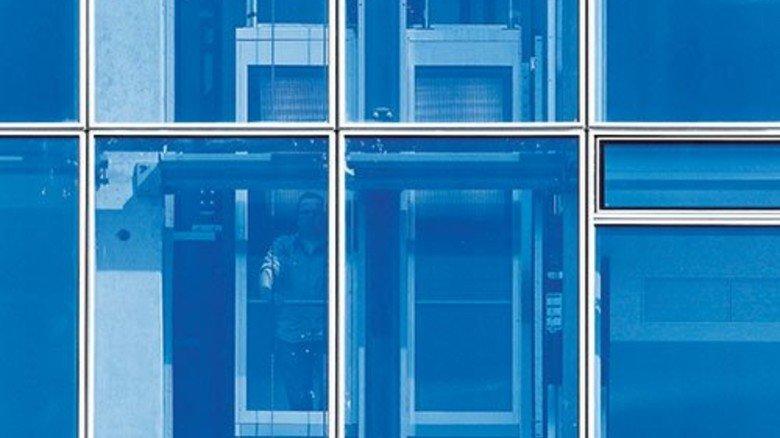 Komfortabel: In dem gläsernen Aufzug kann man immer sehen, was draußen gerade passiert. Foto: Werk