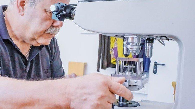 Qualitätsstelle: Hier entwickeln und testen Rolf Feldmann und sein Team alle Produkte. Foto: Roth