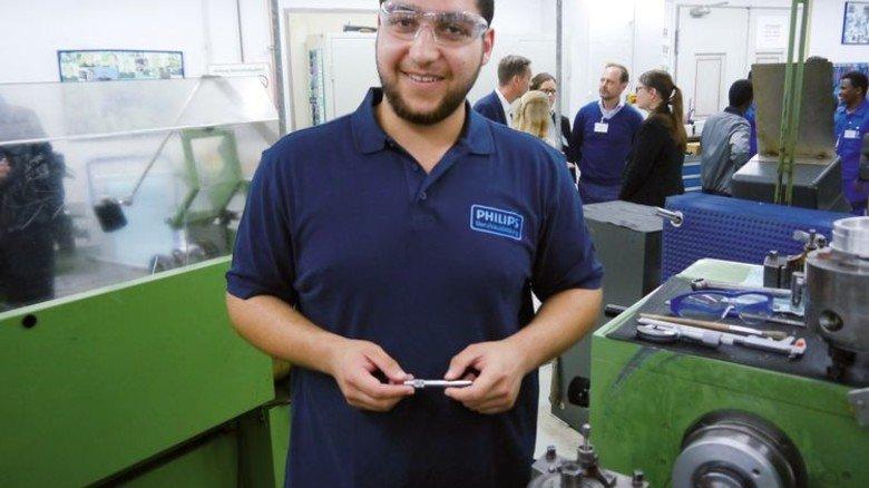 Angehender Industriemechaniker: Der Syrer Taha Al Ismail lernt bei Philips. Foto: Nordmetall