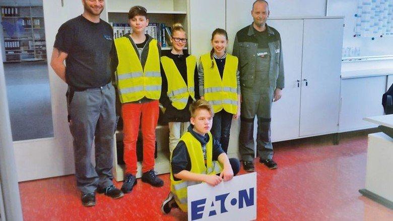 Nachwuchsarbeit: Steppat mit Schülern beim Zukunftstag in seiner Firma … Foto: Privat
