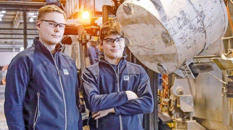 Wollen Verbrauch von Gas und Strom senken: Die Energyscouts Lukas Kramer und Frederik Schoke (von links). Foto: Gossmann