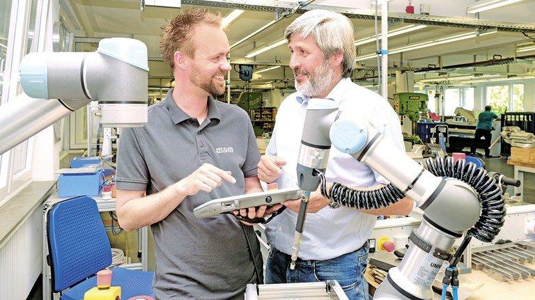 Vor dem nächsten Probelauf: Daniel Wagener und sein Chef Carsten Meise testen die Technik ausgiebig.