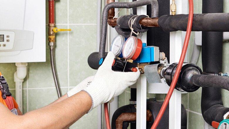 """Richtig eingestellt? Wenn die Heizung nicht funktioniert, muss man nicht sofort eine neue einbauen –  ein """"hydraulischer Abgleich"""" hilft häufig, um die größten Probleme zu beheben."""