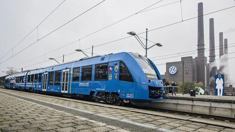 """Öko-Zug: Der """"Coradia iLint"""" von Alstom braucht keine Oberleitung – er fährt mit Wasserstoff und Brennstoffzellen."""