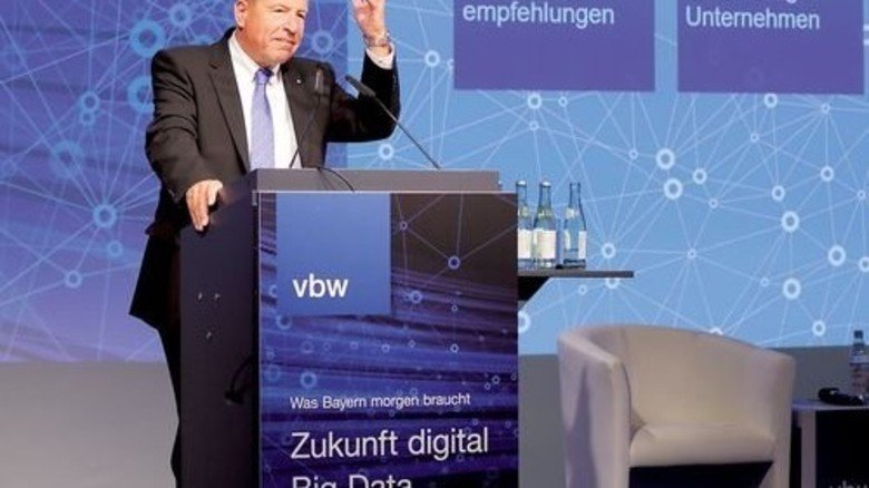 Leitet den Kongress des Expertengremiums ein: Alfred Gaffal, der Präsident der vbw. Foto: Bodmer