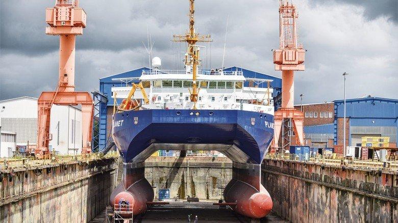 """Maritimes Unikat: Das Forschungsschiff """"Planet"""" im Dock von EWD, wo es gründlich überholt und instand gesetzt wurde."""