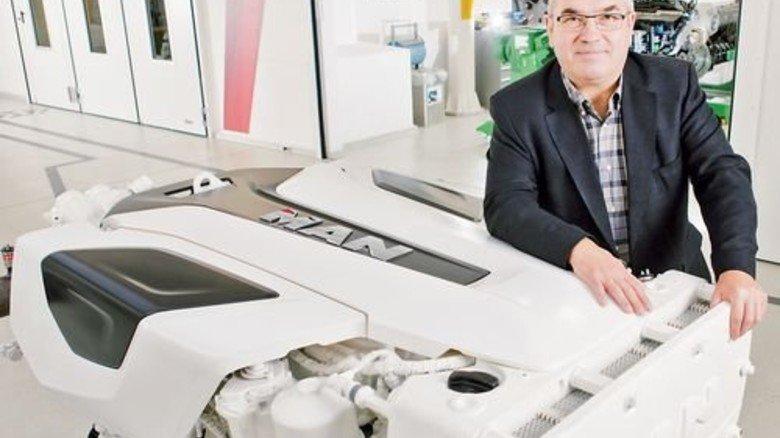 Wagt Neues: Werner Kübler mit preisgekröntem Designer-Stück. Foto: Werk