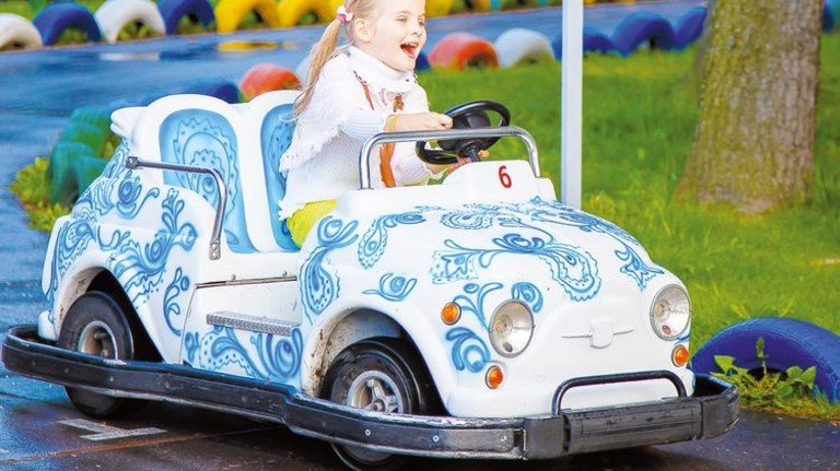 Früh übt sich: Erster Fahrspaß – ernst kann es dann schon vor dem 17. Geburtstag werden! Foto: Adobe Stock
