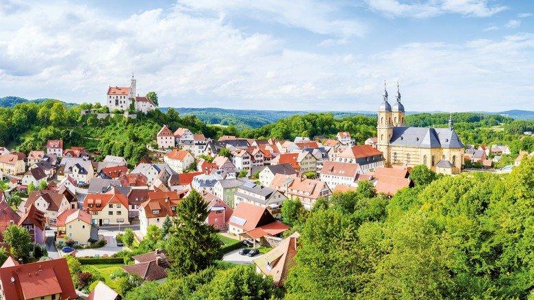 Ländlich geprägt: In Oberfranken gibt es viele Orte wie den idyllischen 4000-Einwohner-Ort Gößweinstein nahe Forchheim in der Fränkischen Schweiz.