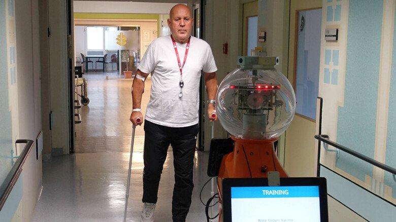 Folge mir: Der Robby aus Ilmenau unterstützt und korrigiert Reha-Patienten.