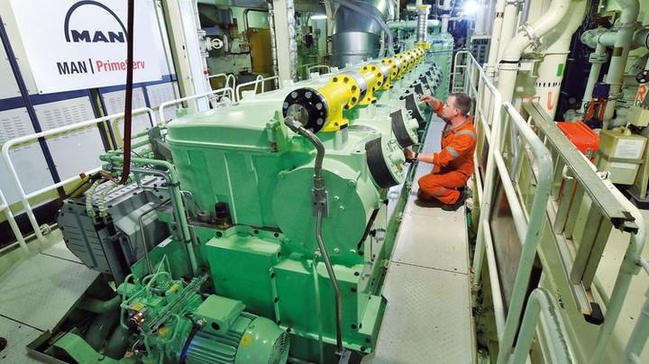 Das Herz des Schiffs: Die Achtzylinder-Maschine kann jetzt auch mit flüssigem Erdgas fahren. Foto: Augustin