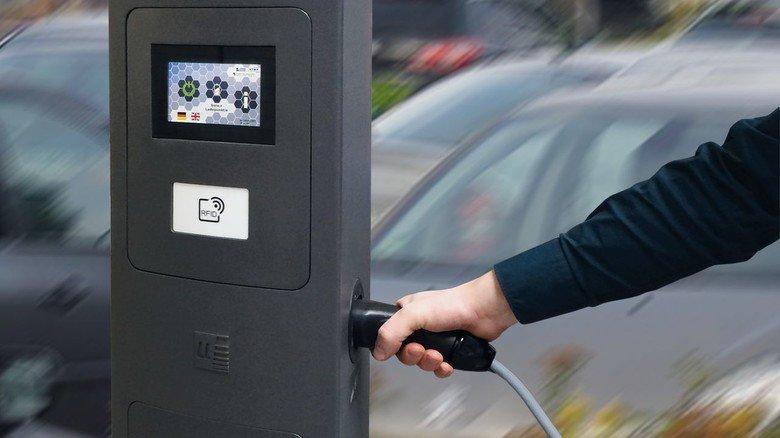 Wachstumsmarkt: Touch-Interface an einer Ladesäule für elektrische Fahrzeuge.