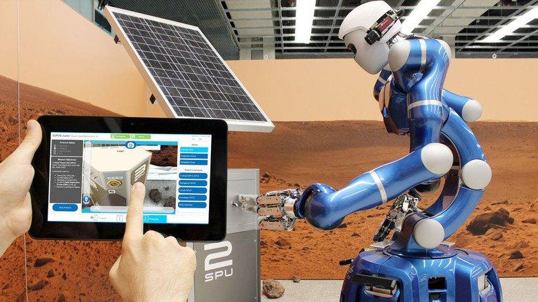 Aus der Ferne zu steuern: Der Service-Roboter Rollin`Justin. Das DLR hat ihn fürs All erfunden und setzt ihn auch auf der Erde ein.