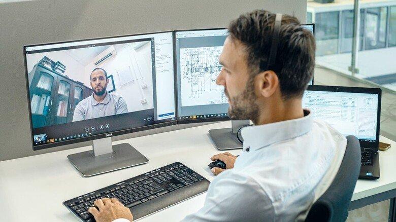 Hilfe über den PC: Selbst Inbetriebnahmen klappen dank Digitalisierung weltweit, ohne dass Mitarbeiter reisen müssen.