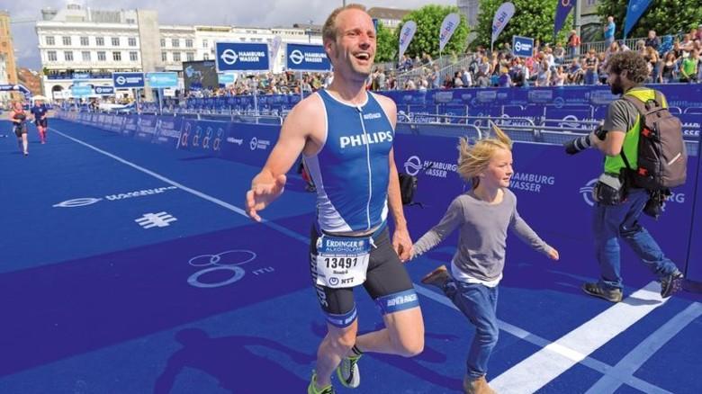 Schneller Papa: Hendrik Ohagen lief als einer der ersten Olympischen Starter durchs Ziel … Foto: Augustin