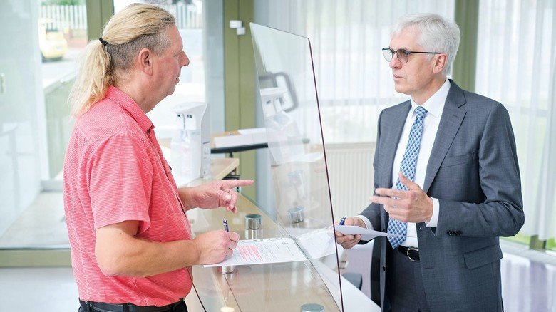 Austausch: Betriebsrat Peter Mrasek und Geschäftsführer Hubert Schmidt (von links) reden regelmäßig über die Lage.