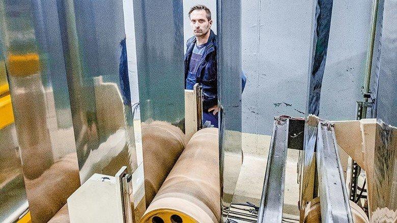 Oxid- und kratzerfrei: An der Blankglühanlage werden die mechanischen Eigenschaften der Folien eingestellt. Foto: Roth