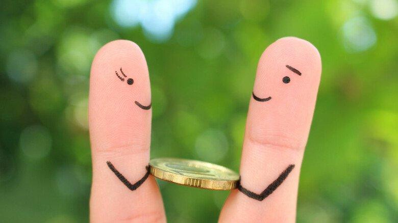 Ausgaben teilen: Ein Gemeinschaftskonto für Paare ist nicht immer vorteilhaft.