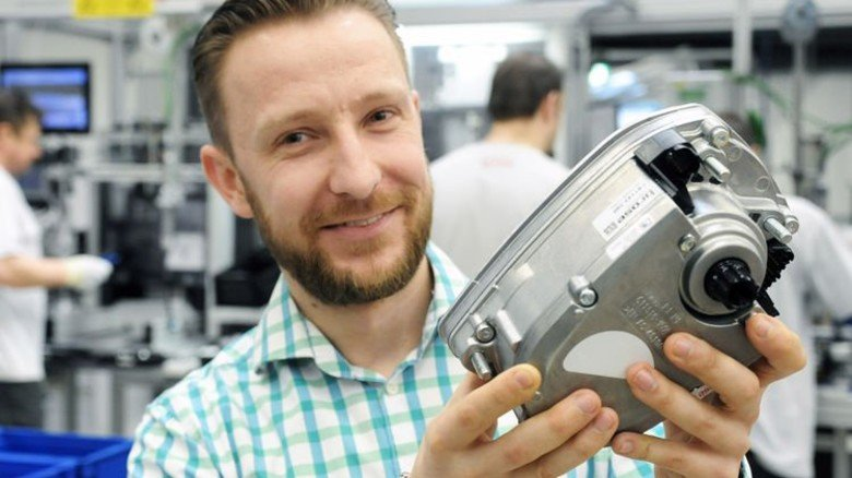 """E-Bike-Fertigungsleiter Roman Misch: """"Der Einbau unseres Motors ist in jeder Lage im Rahmen möglich."""" Foto: Sturm"""