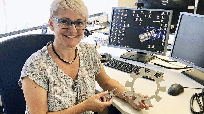Stephanie Reinhard, Konstrukteurin bei Feintool, liebt ihre Arbeit.