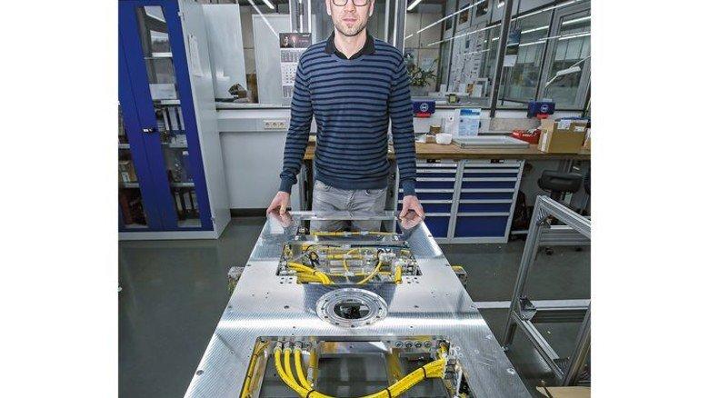 Setzt Standards: Waldemar Reber optimiert Fertigungsanlagen, die dann weltweit in Betrieb sind. Foto: Mierendorf