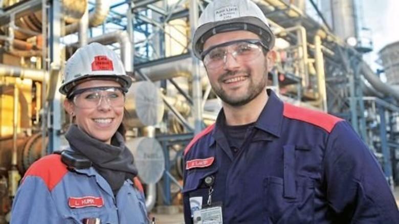 Ein starkes Team: Lisa Humm und Amir Ljatifi halten die Anlagen Tag und Nacht am Laufen. Foto: Sigwart
