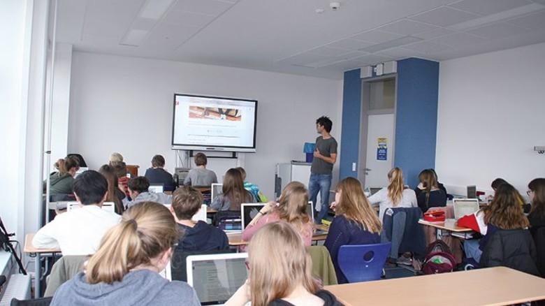 Praxistest: Achtklässler in Berlin arbeiten mit neuer Lernsoftware. Foto: Schraff