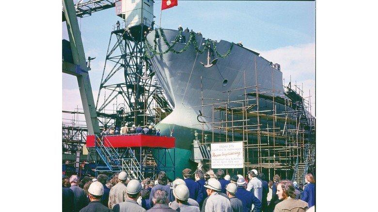 Feierstunde: Der Stapellauf eines neu gebauten Schiffes war stets ein großes Ereignis und wurde auf der Werft entsprechend gefeiert. Dieses Bild entstand 1976, etwa 13 Jahre vor dem Ende der DDR.