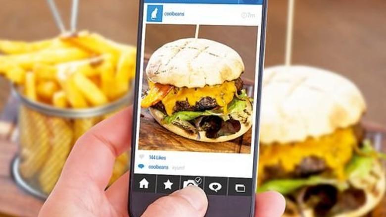 Burger-Bild: Fürs Hochladen gibt's später eine Belohnung. Foto: Fotolia