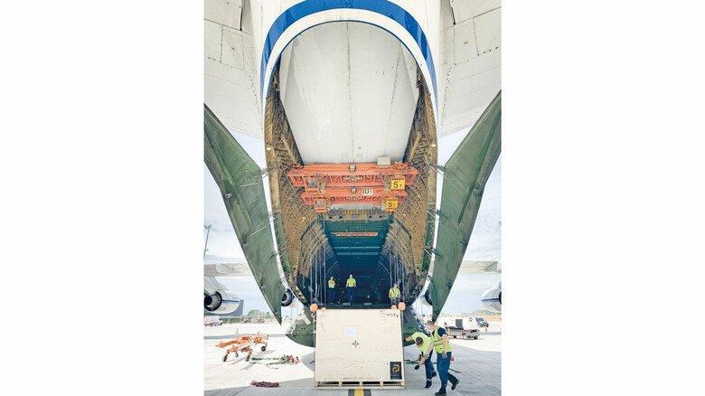 Abfüllanlage von Optima: Die Firma lieferte im August eine solche Anlage nach Amerika, in einem der größten Frachtflugzeuge der Welt.