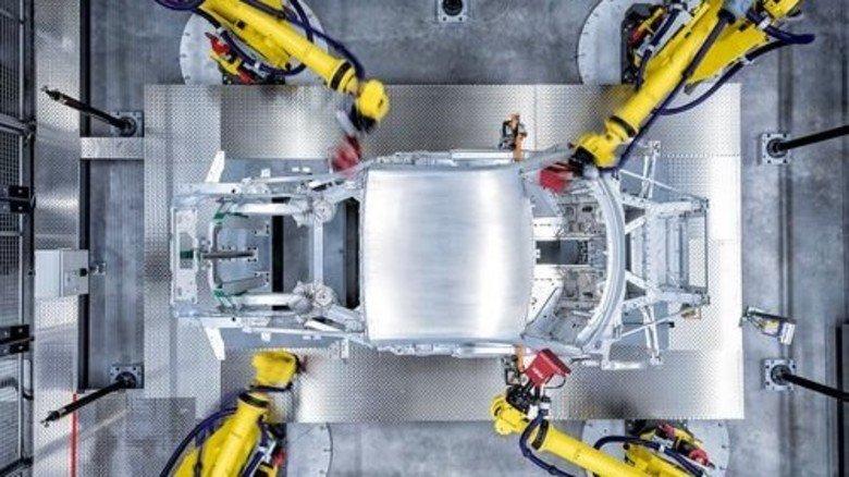 Hightech: Der Supersportwagen R8 wird in einer speziellen Manufaktur gefertigt. Foto: Audi