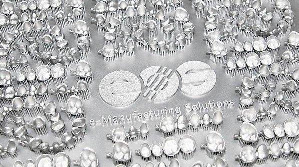 Flott: Bis zu 450 individuelle Zahnkronen in einem Arbeitsgang. Foto: Werk