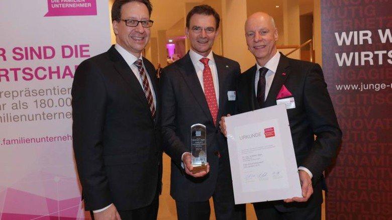Hannover - Preisverleihung Familienunternehmer des Jahres, Schloss Herrenhausen - von links: Stefan Birkner - Dr. Andreas Jäger - Andreas Pralle - Foto Tim Schaarschmidt