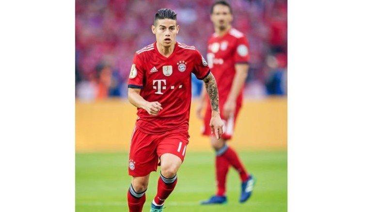 DFB-Pokalfinale: Münchens James Rodríguez am Ball gegen Eintracht Frankfurt, ebenfalls im Berliner Olympiastadion. Foto: imago