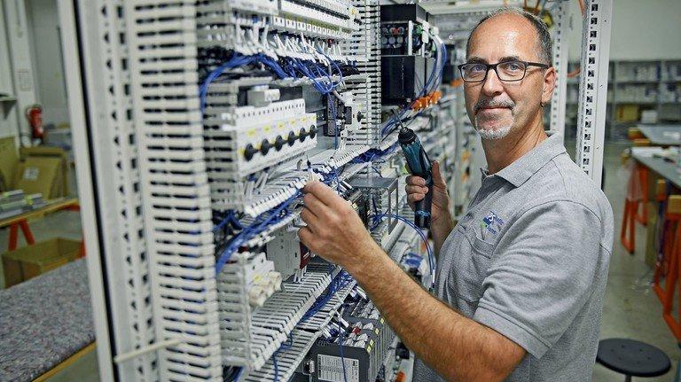 Elektronik-Experte: Norbert Mucke ist bei Hanseatic Power Solutions der Experte für Schaltanlagen.