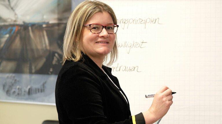 Wissen für Fensterbauer: Bei den Seminaren der Profine-Partnerakademie geht es Kerstin Lotter neben den Inhalten auch um Spaß am Lernen.