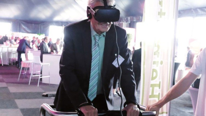 Virtuelle Reise: Interessante Aussteller rundeten das Programm des Symposiums ab. Foto: Roth
