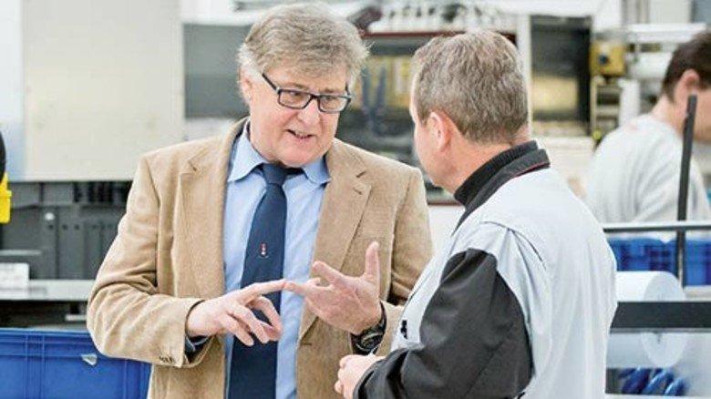 Nah dran an den Menschen: Der Rat von Manfred Seemann (links) ist oft gefragt. Foto: Karmann