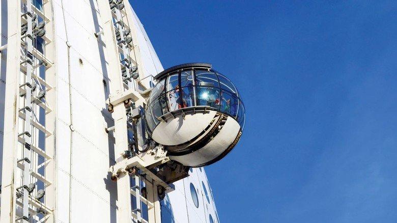 Stockholmer Skyview: Die Gondeln bewegen sich dank Wippermann-Ketten zur Aussichtsplattform.