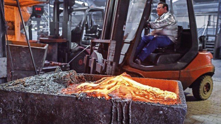Heißer Job: Industrieguss ist Ledas zweiter Geschäftsbereich, hier entstehen die meisten Ofenteile für die Sparte Heiztechnik.