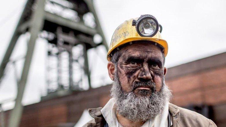 Schicht im Schacht: Burhan Saridas vor der Kohlezeche Auguste Victoria in Marl, die vor einem Jahr geschlossen wurde. Einst arbeiteten hier 11.000 Menschen. Foto: Funke