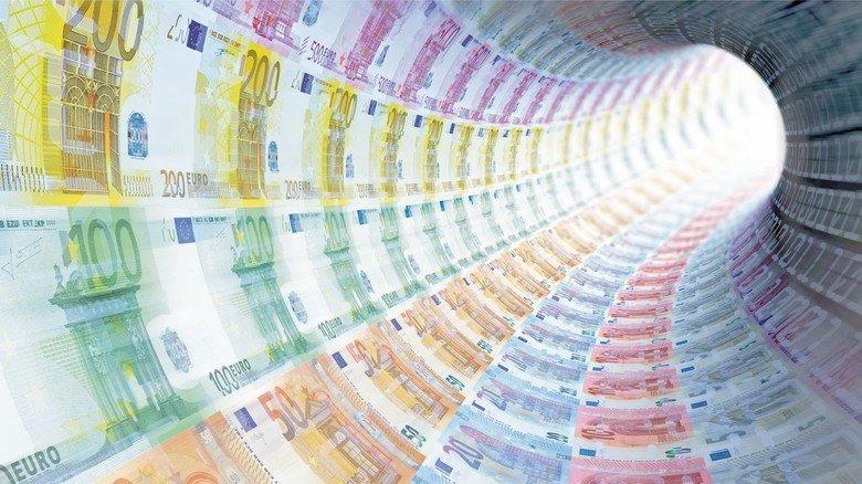 Extrem viel Geld gegen die Krise: Für alle möglichen Soforthilfen, Stundungen und Notkredite hat Deutschland schon mehr als eine Billion Euro locker gemacht.