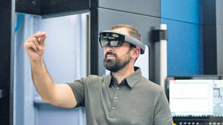 Smarter Service: Schaut der Kunde mit der Datenbrille auf seine Anlage, sieht der Techniker bei Burkhardt+Weber genau das Gleiche.