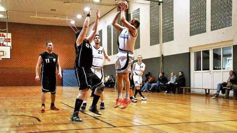 Erfolgreicher Team-Player: Der gelernte Industriemechaniker spielt seit zwei Jahren Basketball in der Bezirksliga. Foto: Privat