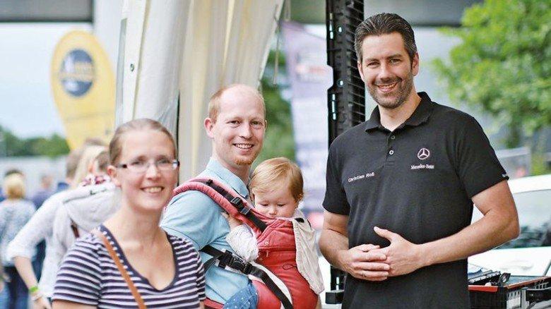 Groß und Klein: Auch die Familien der Mitarbeiter waren eingeladen. Foto: Werk